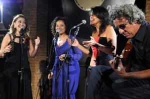 """Vânia Bastos, Virgínia Rosa, Suzana Salles e Paulo Lepetit, durante gravação do """"Mosaicos"""". Foto: Luciano Piva"""