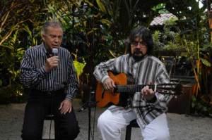 """Pery Ribeiro acompanhado pelo violonista Ronaldo Rayol, no """"Mosaicos"""""""